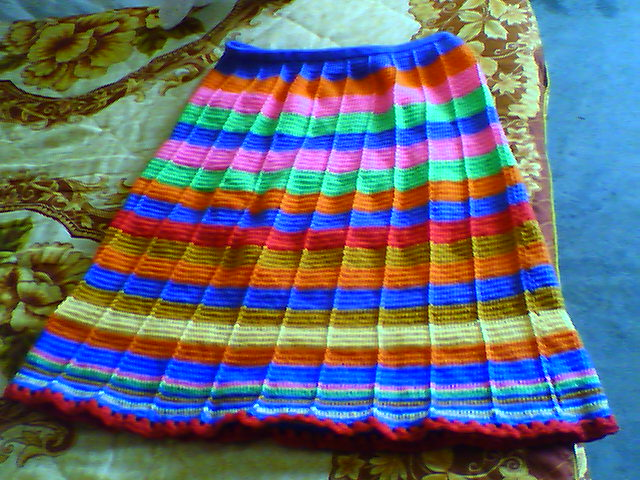 刚完成的一条颇具民族风味的裙子