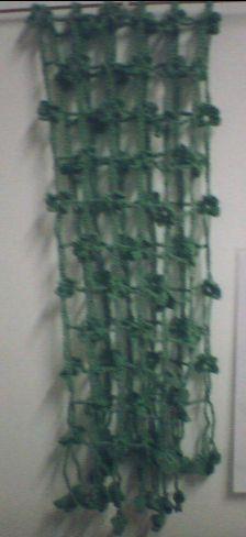 大家都在钩的四叶草围巾,其实是绿色的,手机拍的,有点暗了