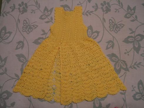 2、几年前给女儿织的披肩,女儿不想披,后改为裙子也不想穿,就留下来作个纪念吧
