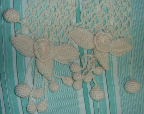 白色葡萄叶子围巾2.jpg
