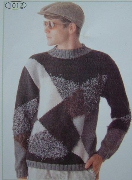 那爷俩都喜欢这件毛衣,要什么父子装,俺都服了他们了,可是我不敢贸然动手,因为如果织的不好,被那爷俩贬
