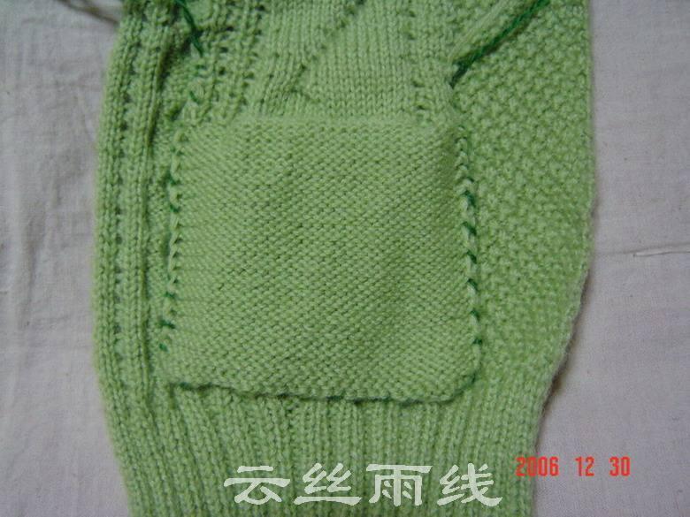 口袋的缝合。为了看得清楚,我用别色示范。真正缝的时候针脚要密点。