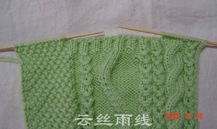 织袋口的时候双螺纹的排列要注意尽量与花一致。