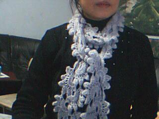 钩花围巾-一鸟的天空的马海毛35号(我拍的有色差,我水平有限),用了1两多围巾长190MM,几快钱就搞定