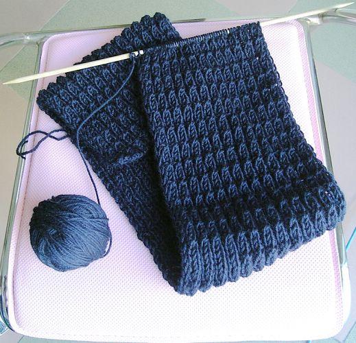 还在动工中的这条是男式围巾,织的是交叉罗纹~