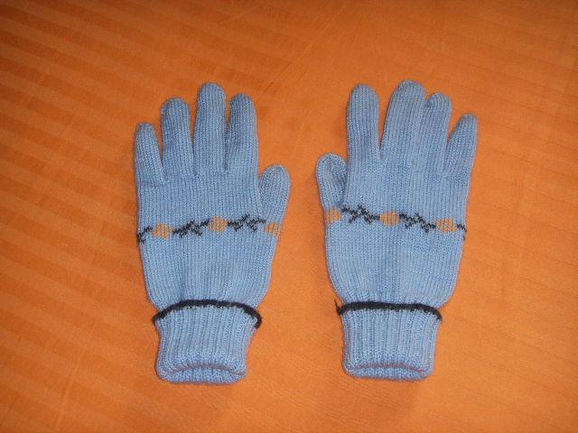 我两年前织的手套