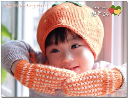 帽子是买的,手套是配套织的~