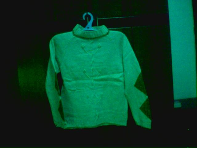 这儿还有件以前织的衣服,我自己的