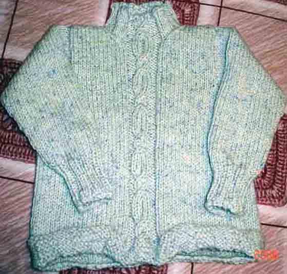 爱衣思牌时尚精品彩绒,这个手感超好哦。连做羊毛衫的婆婆都称赞不已!儿子的,用了五两!!这个线线也是风