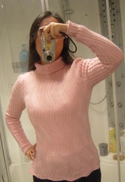 新织的粉红色YY,仿YANYAN的亮蓝,太喜欢了就仿了一件,但愿YANYAN不会怪我超袭.呵呵...