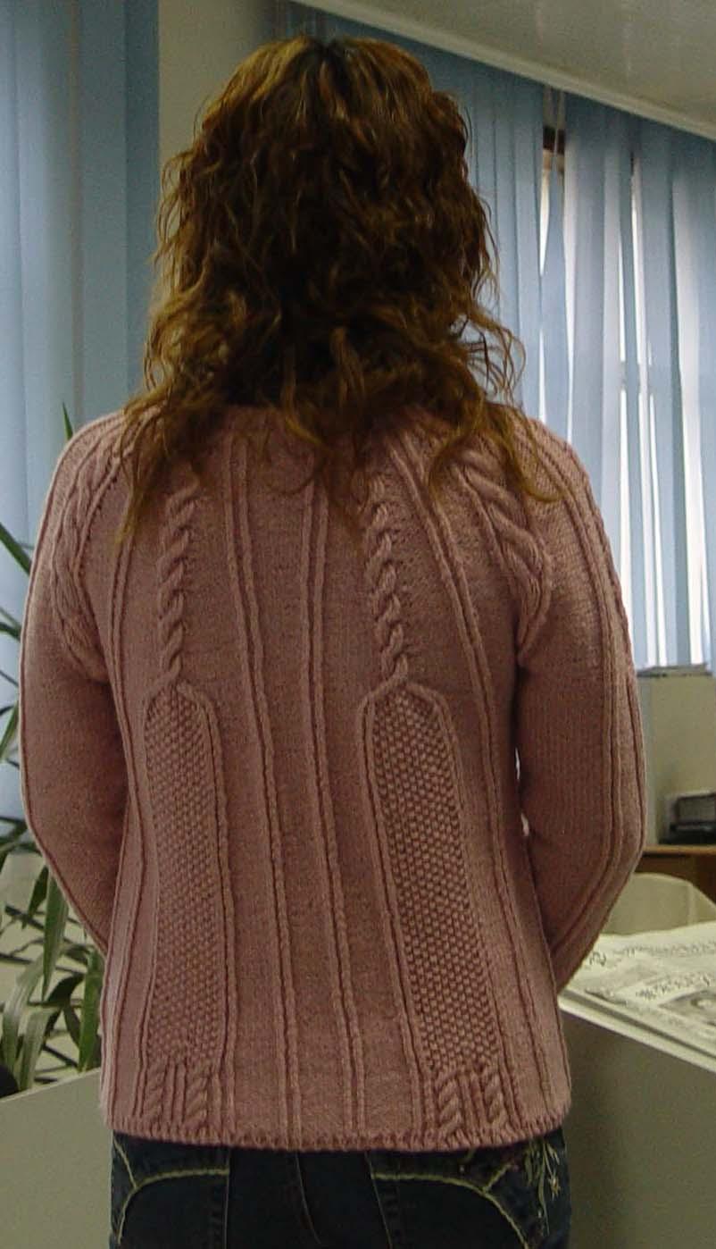 怎么看,都象是按自己的身材织的 不知老妈能不能穿呢