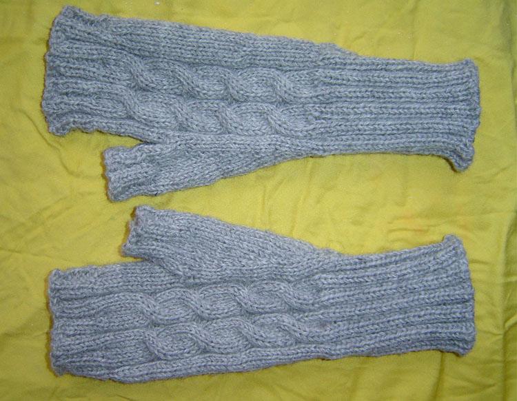 给老公织的简易手套,弄电脑时候带