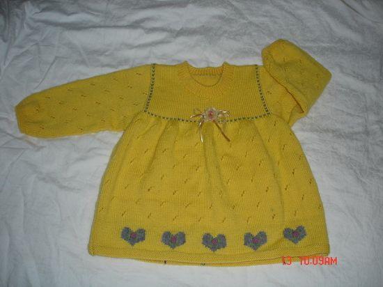 我这件衣服130双,3-4岁的孩子可以穿,下面的心型是直接编织上去的,里面红色的小花是绣上去的,上面
