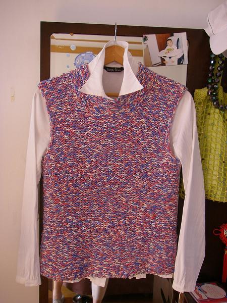 这件是我用幽兰家的大肚纱织的,是红蓝白三色合股织的.
