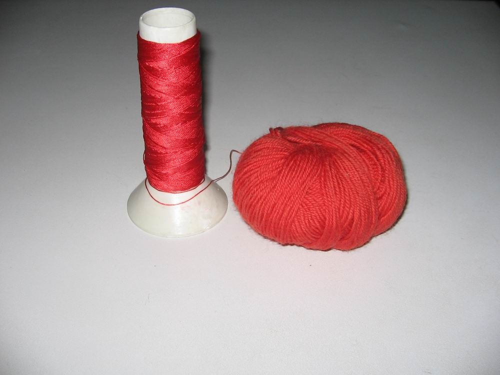 毛线是用的上海华丰牌202号,4斤一共就剩下这一点点了。丝线一砣也就剩这一点点了