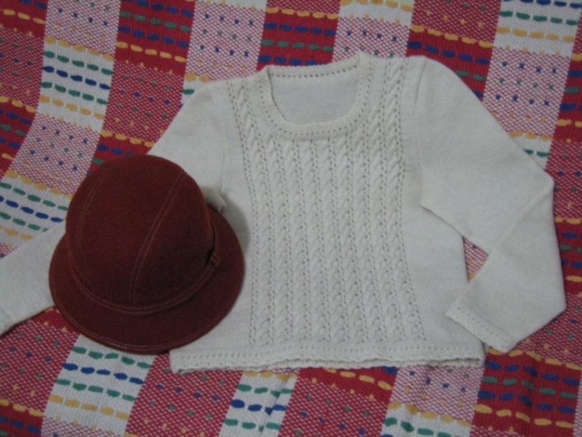 也是妈妈织的,很喜欢,都快穿得不白了:(