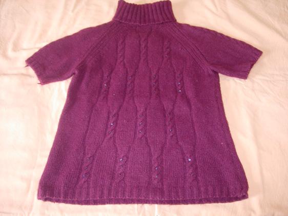 阿姨的手很巧,她织的毛衣也很漂亮,发一件我非常喜欢的短袖跟大家分享分享。