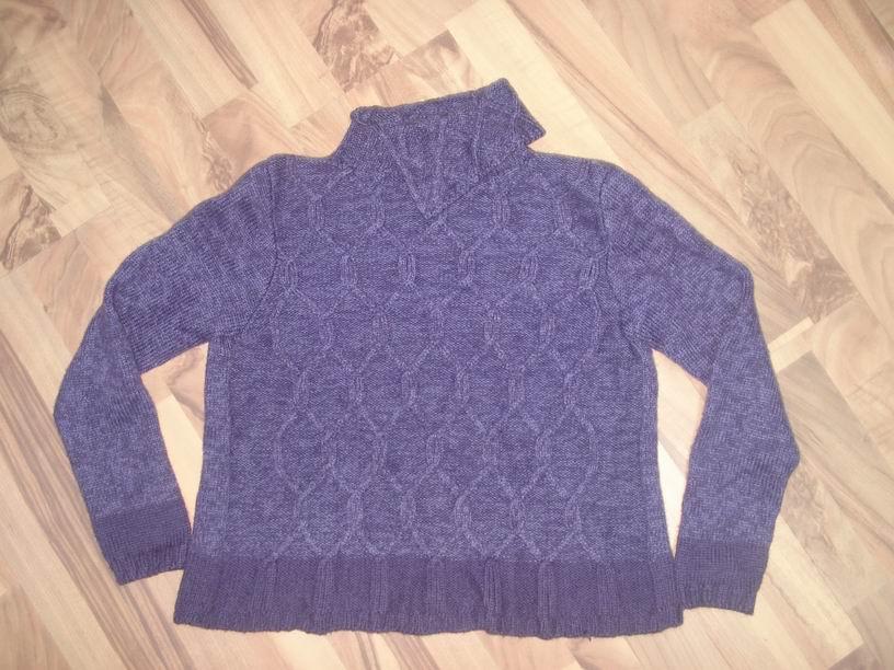 这款毛衣我在一家大商场看到的,要300多,太贵,就回家自己织了一件,同事都说漂亮:)