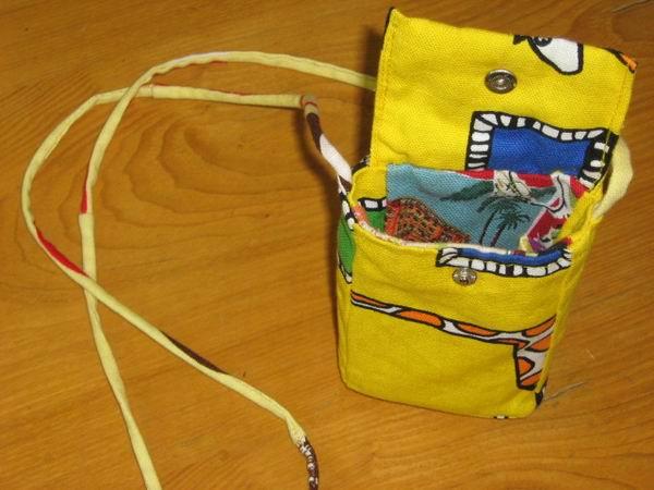 人家送我的布做了个数码相机袋