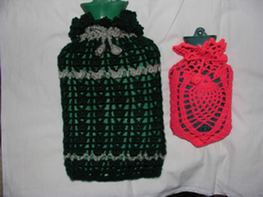 穿上衣服既保温又不会烫伤(光线不好,变色了。大的是墨绿色的,小的是橘红色的。