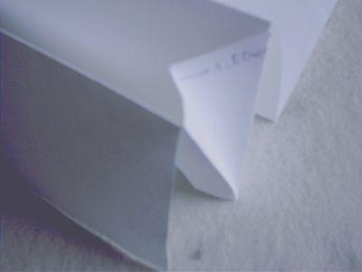 6、把贴好双面胶的纸沾在折好的大纸上,如图: