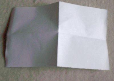 2、再裁宽约10cm、长14cm的纸数张,如图