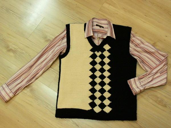 这是去年织的背心,曾经发到论坛里,不过当时还没织好!