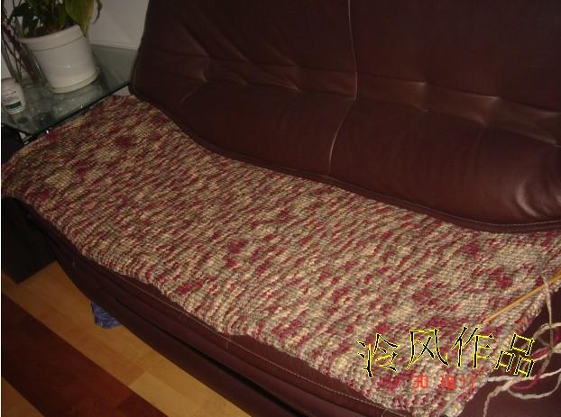 这是用玫瑰狐家的线线织的沙发垫,效果不错,还没织完先秀一下