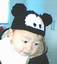 米奇的帽子让开心做了模特,因为是送人的,所以开心带着有点小