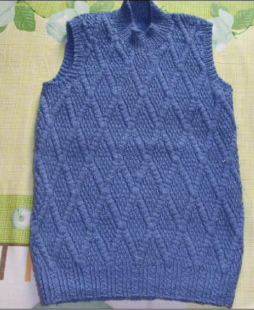 这是我妈妈给我织的背心,可惜线不够,不能织高领
