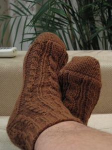 给老公的袜子,以前的一双被他搞丢了一只,这些天天冷,就赶紧织了一双。