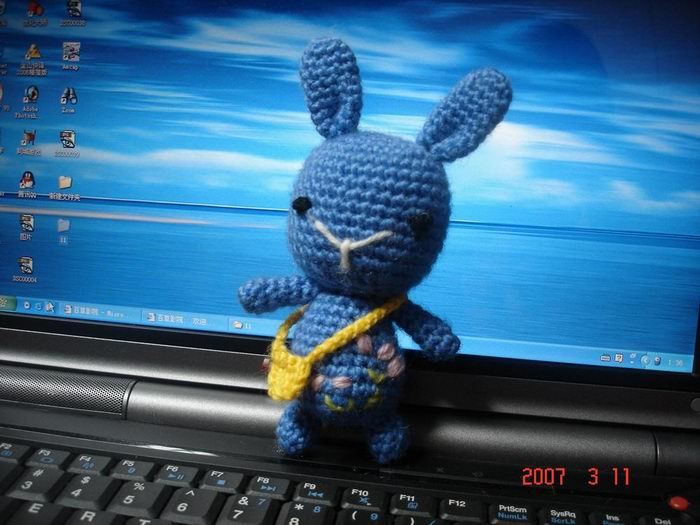 背书包的小兔子