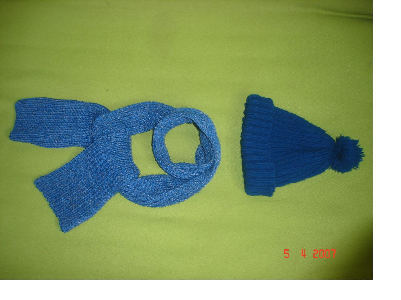 儿子的帽子和围巾