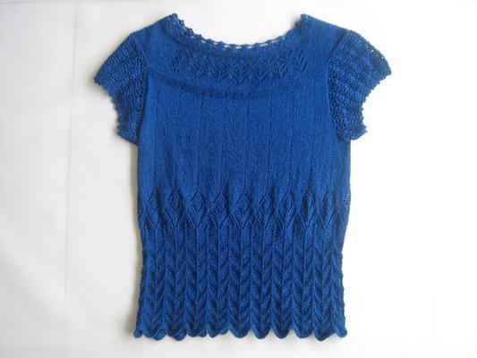 本帖最后由 香水百合MM 于 2013-4-15 17:09 編輯 這款衣服早就看上了 ,因為是鏤空插肩設計的,很獨特,但是不敢挑戰, 那些日子也為給 ZAOL品牌biosof 韓國進口防輻射/銀離子天絲羊毛125色6團線,找款,天天在群里吆喝。 天公作美,論壇里心靈印記美女高手發帖子 ,就這線這款,打我心里來了。