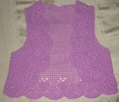 亲亲娇蓝是仿成的第一件衣服,本想钩上袖子想想这是混纺羊毛,比较热,还是改成无袖的了。钩针是自制的3mm