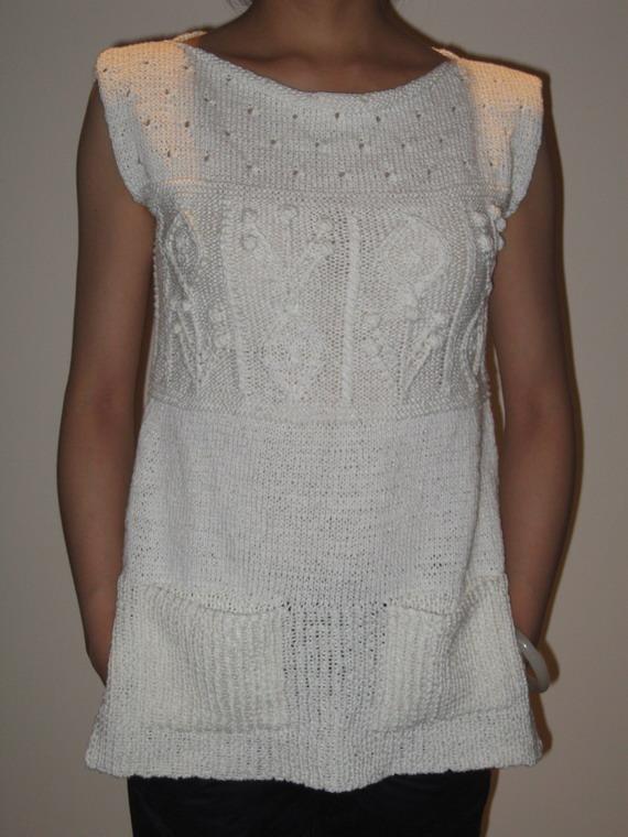 米米妹家的扁带棉织的,超懒,没有收袖口及领口,只稍稍收了一点腰。扁带线有点硬,也许到夏末穿正好。
