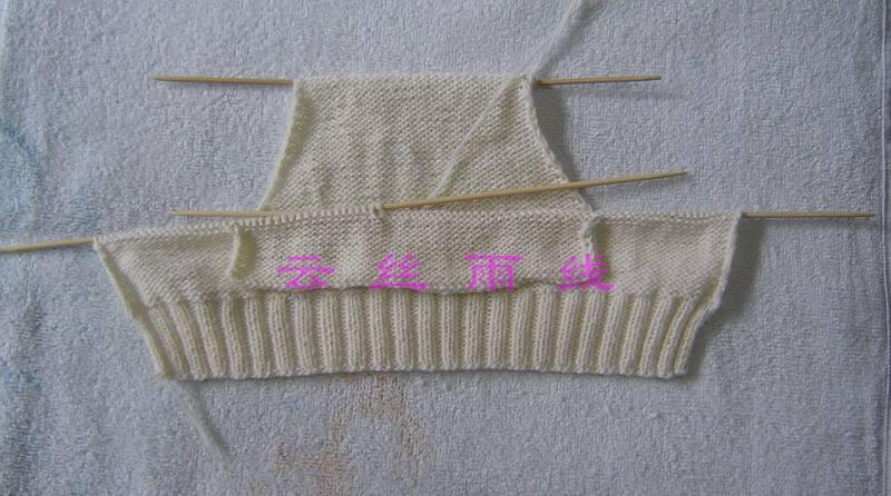 将小长方形的针数与两边的休针连起一同向上织
