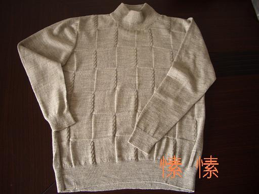 这是去年给老公织的,实体店看见的羊绒衫,回家仿了一件,老公很喜欢