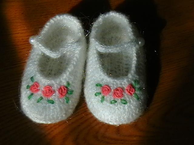 第一次秀~漂亮的宝宝鞋袜(有图解了在19楼)