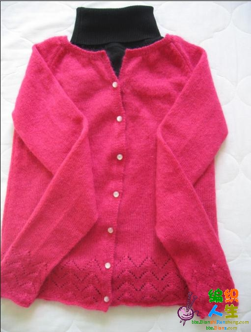 风筝的安哥拉长毛绒一股加绵羊绒一股织的,扣子配的不好看,还没买到了,呵呵,配黑色高领不错吧,只是觉得 ...