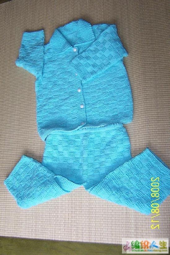 给十月份将出生的宝宝织的,不过要等到宝宝长大一点才能穿
