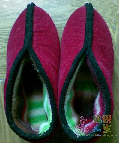 老妈自己做的蚌壳式棉鞋,很暖滴