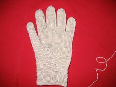 收指顶到手腕线处,一定要手腕线对齐,再往下收完,右手完工