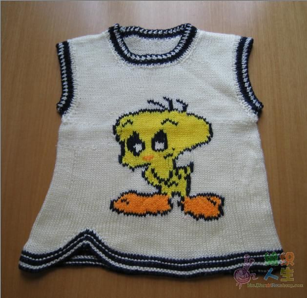 这是我仿织的第一件宝宝背心。作了些改动。
