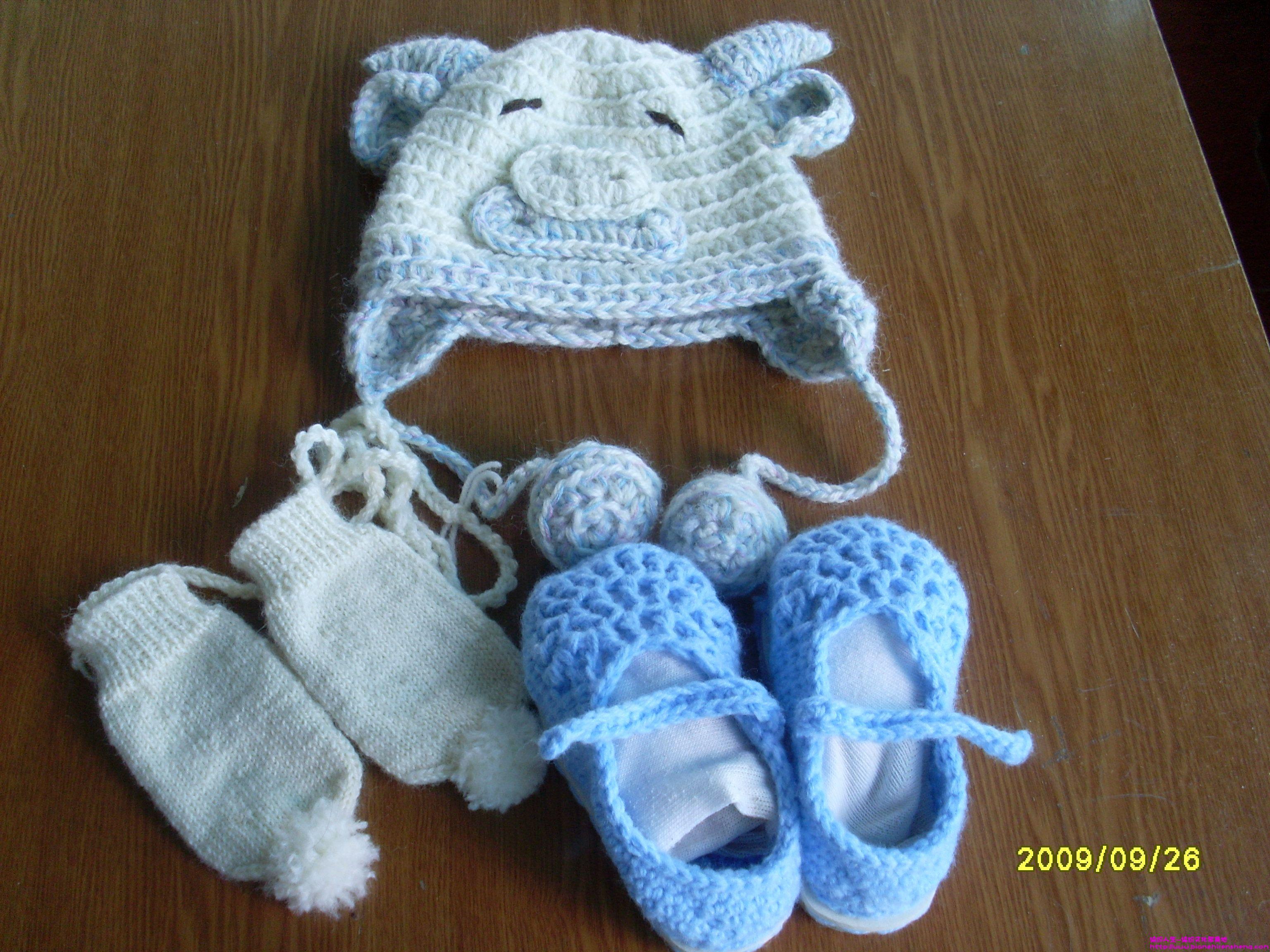 第一次给宝宝编织的小手套和小帽子 小鞋子