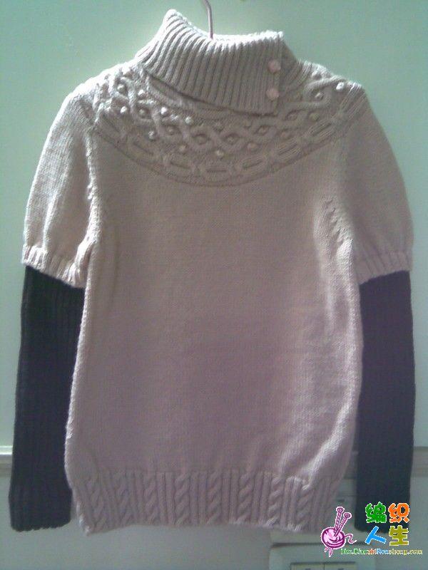 本帖最后由 zm红豆 于 2011-3-4 13:53 编辑 小姑喜欢上了貂绒衣,于是我们两一起去买了线,为了不浪费我们买了一样的颜色,刚开始不是很喜欢这个颜色,可是拿到手上织的时候越来越喜欢了,貂绒我还是第一次织,所以织这第一件的时候特别兴奋,想好了样式就开工了。由于经常加班,所以这件衣服还是花了我两个月的时间才完成,不过感觉还是很满意的,小姑也非常喜欢。哎!不枉费我下了一番工夫。下面就看看我的作品吧。。。。。。另一件正在编织中,不过没有第一件那么下工夫,很简单的样式,全平针,大家尽请期待吧。。。。。。