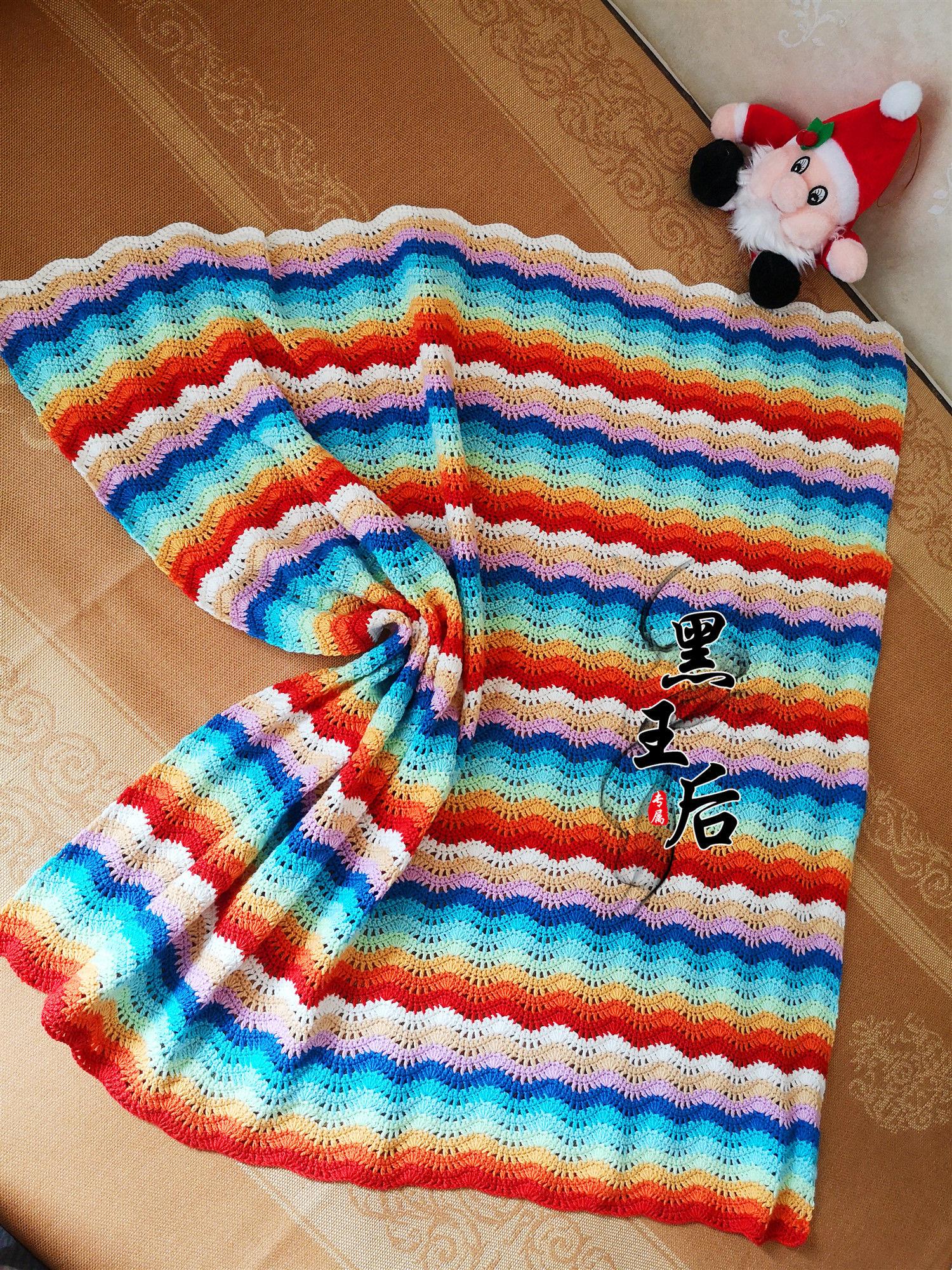 彩虹色钩针波浪毯
