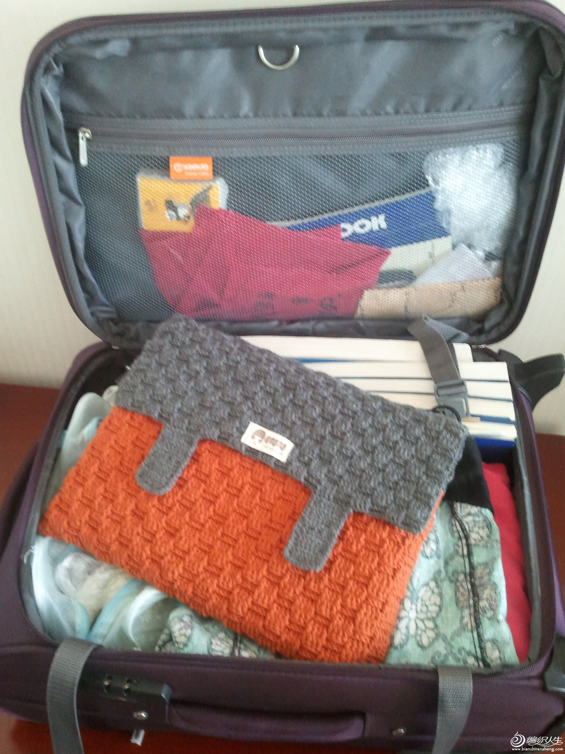 还是包包在行李箱中的样子