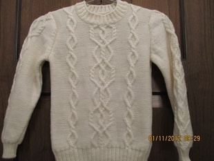 男童、女童都可穿的白色毛衣