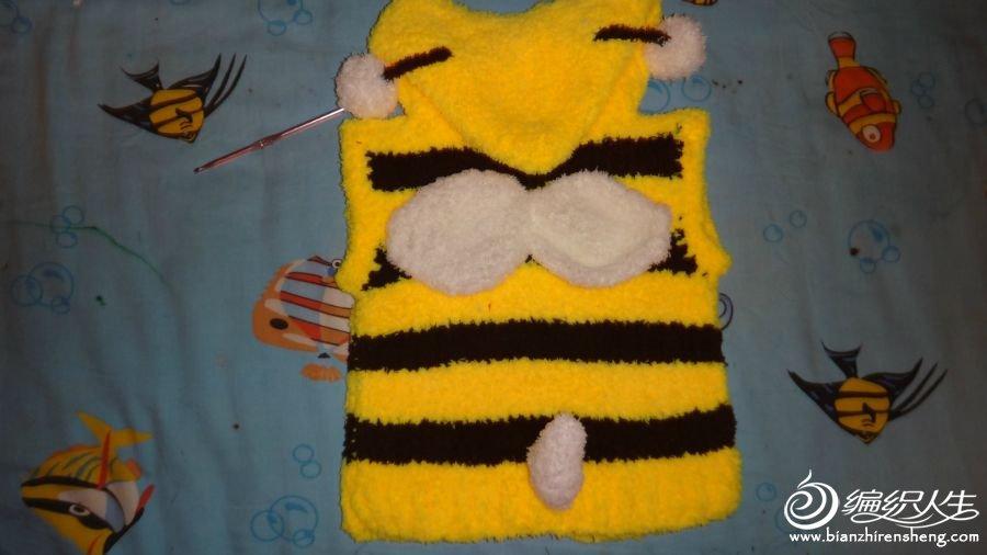 反面,可爱的小翅膀和小尾巴,还有头上的小球球,衬托出了小蜜蜂的可爱